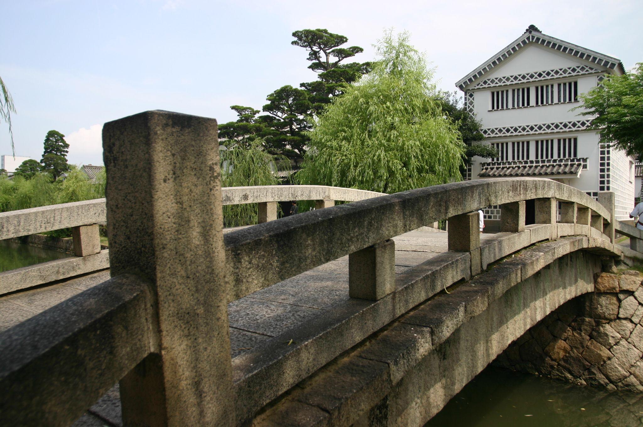昼間の倉敷川の中橋