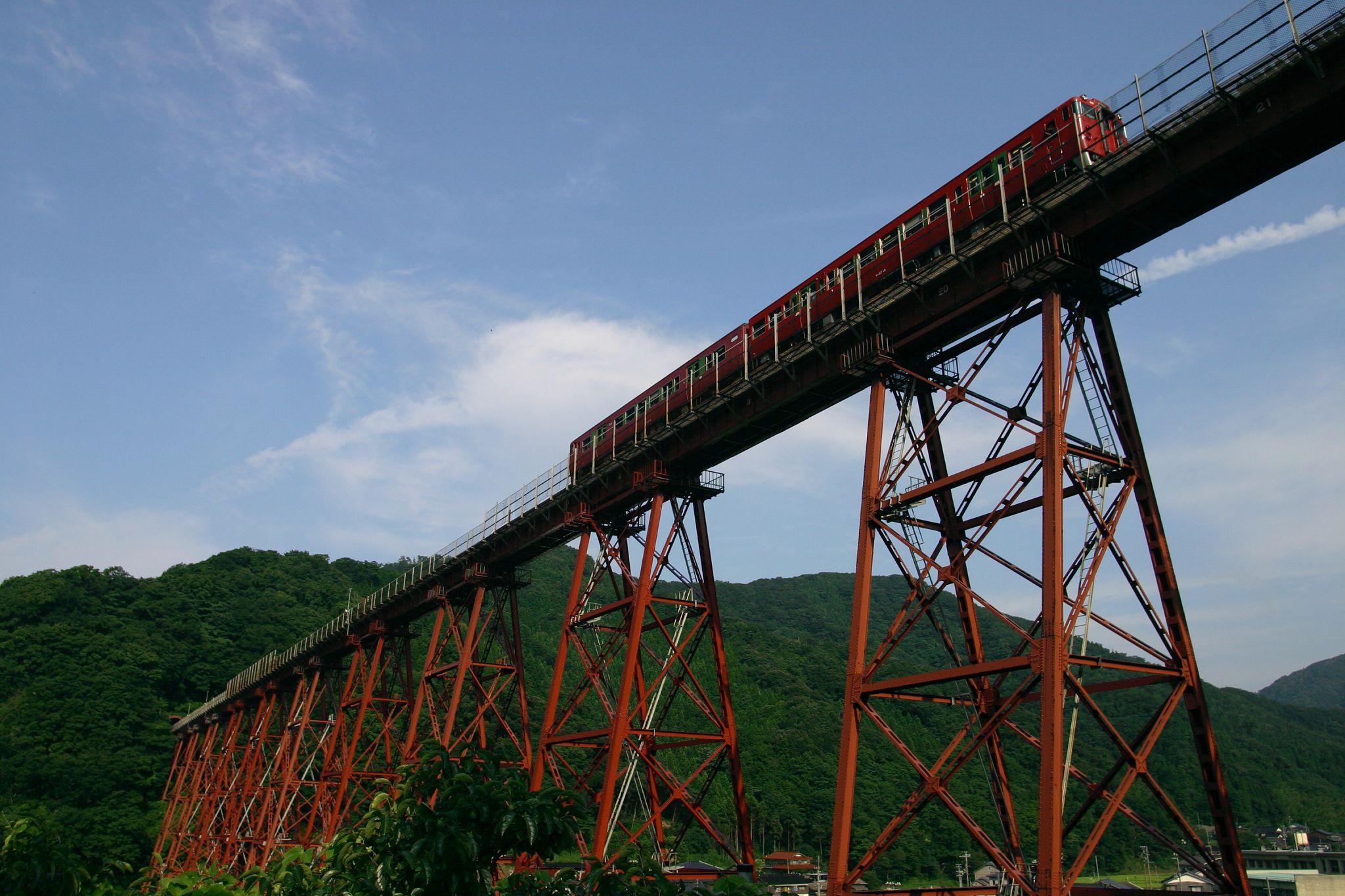 列車が走る餘部鉄橋