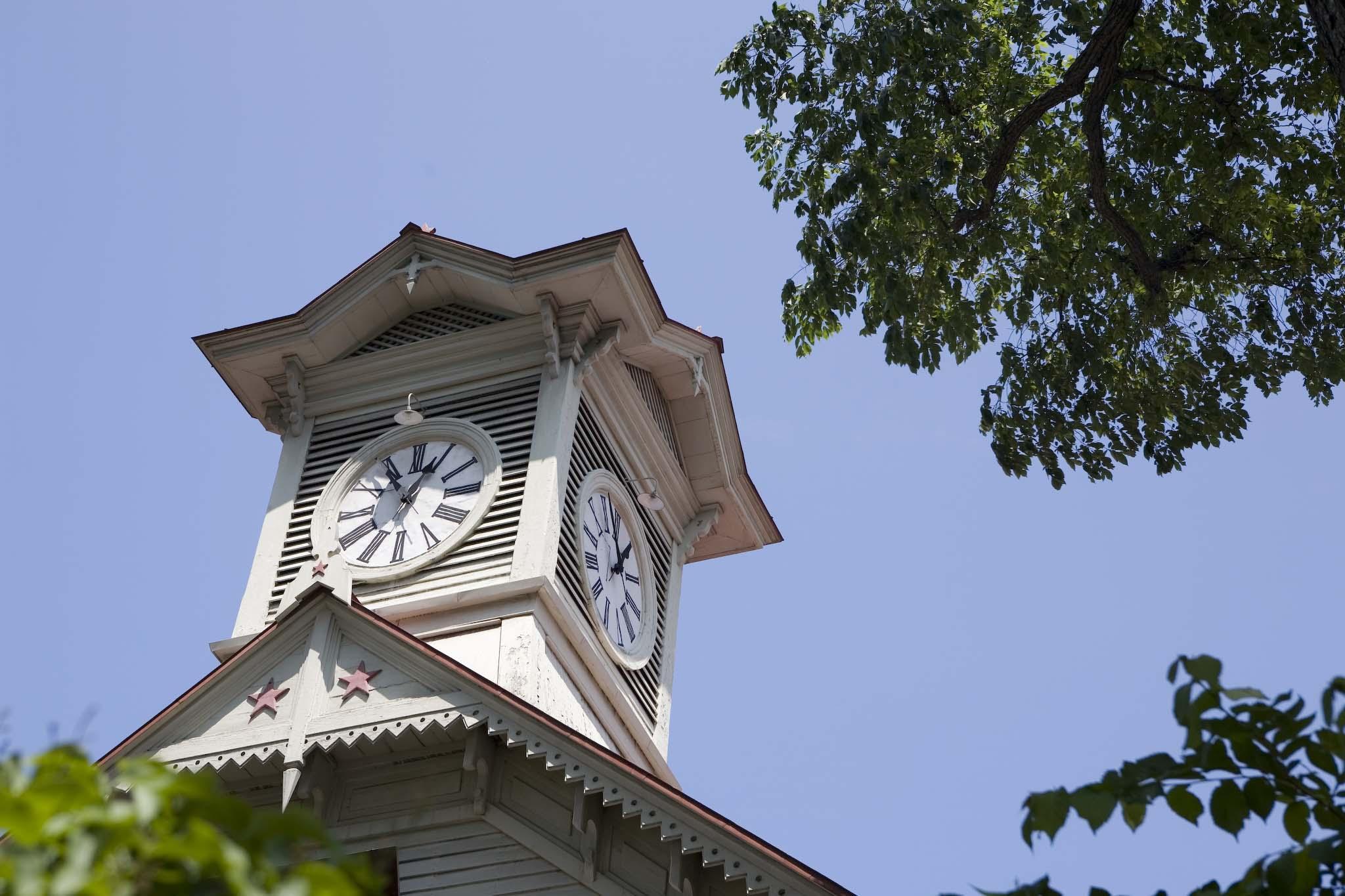 新緑の時期の時計台