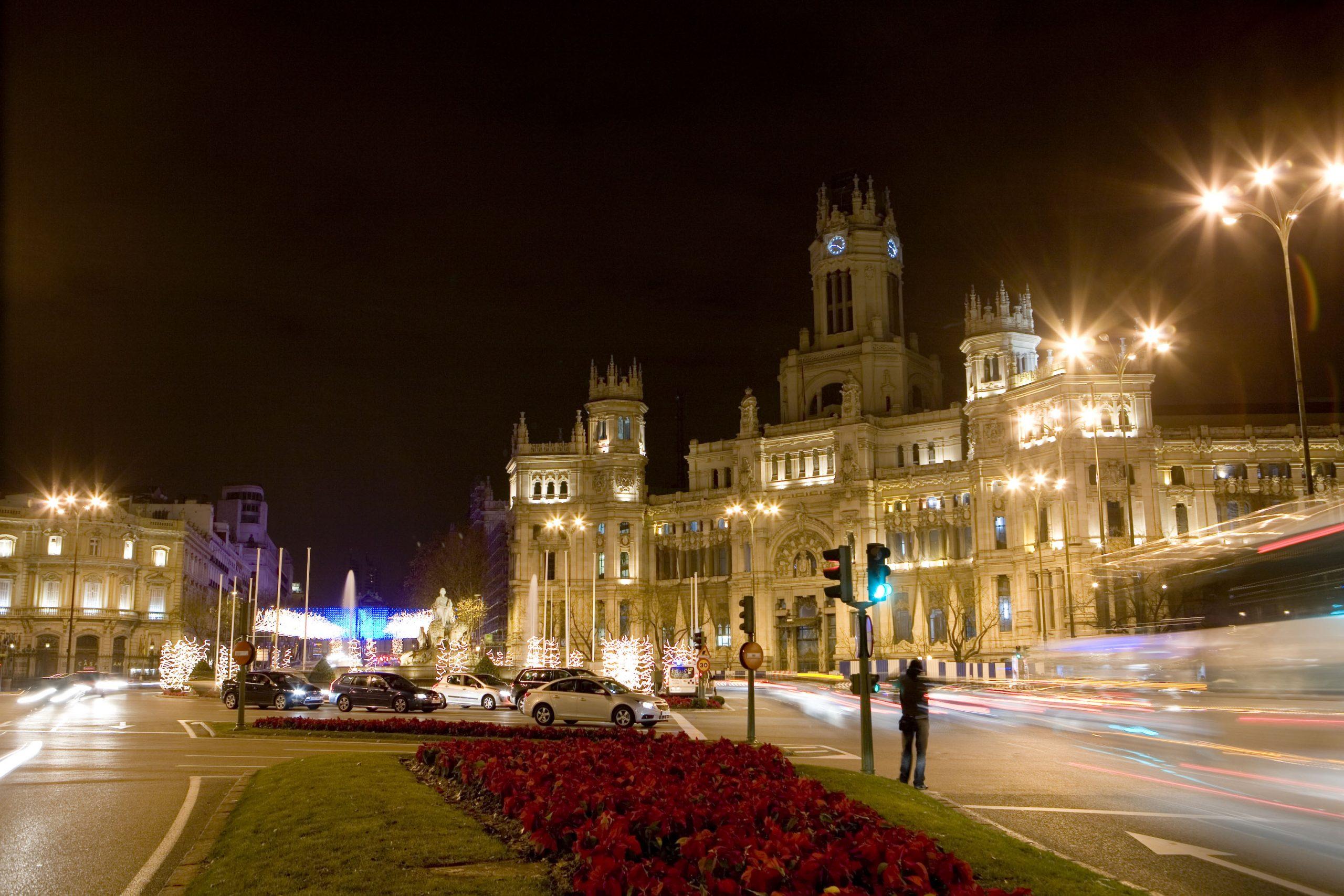 マドリードのシべレス広場の夜景