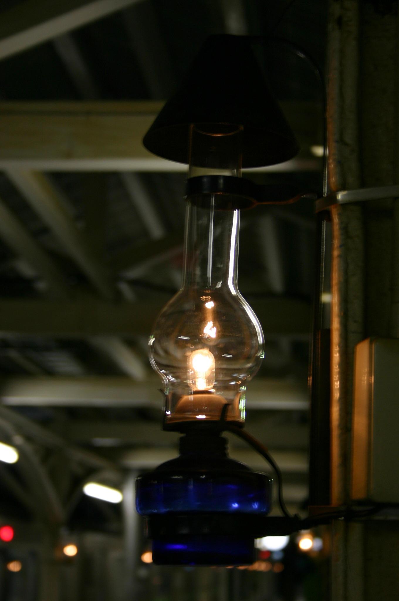 JR小樽駅内のガラス灯