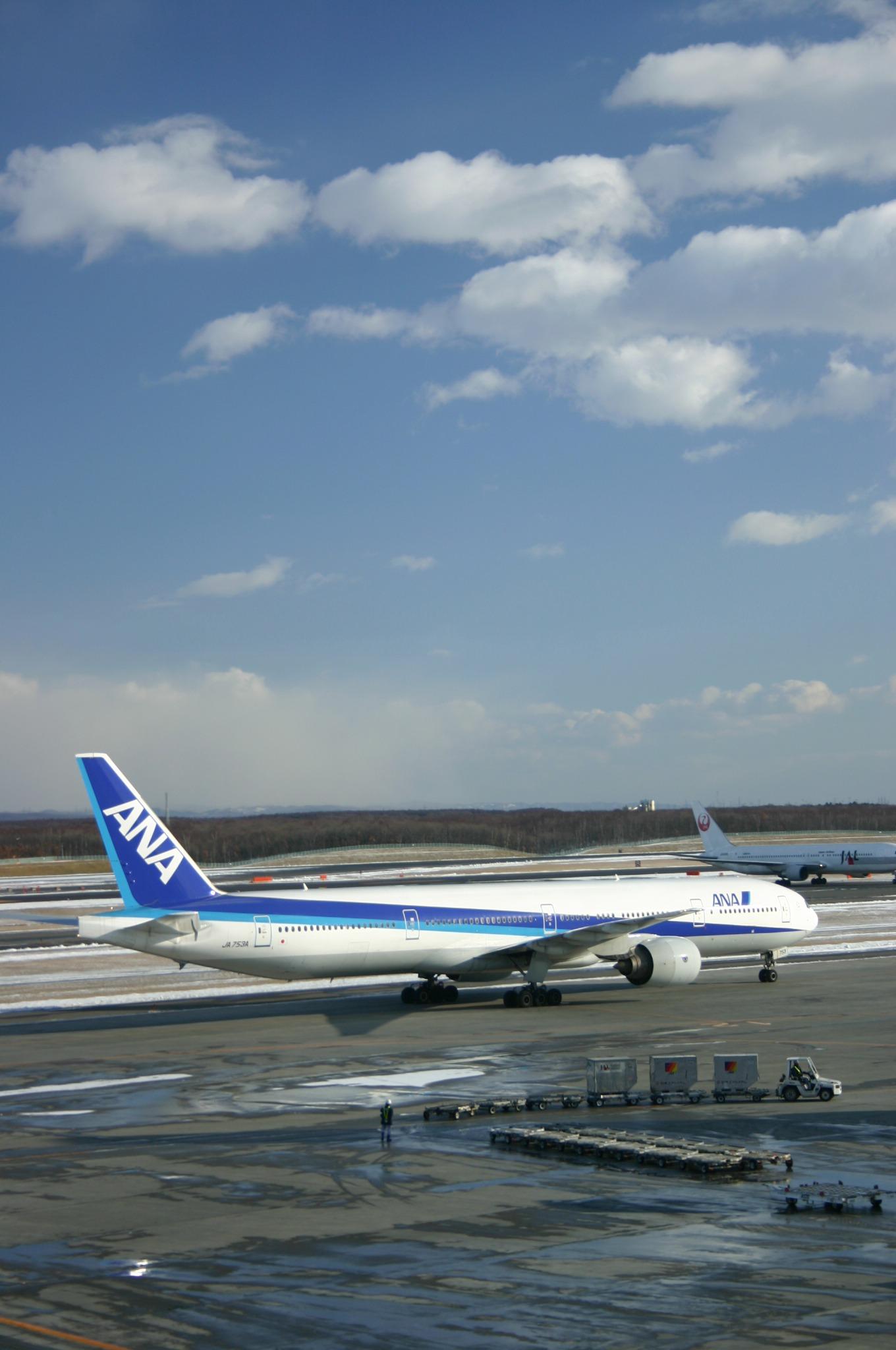 千歳空港より飛立つ前の飛行機
