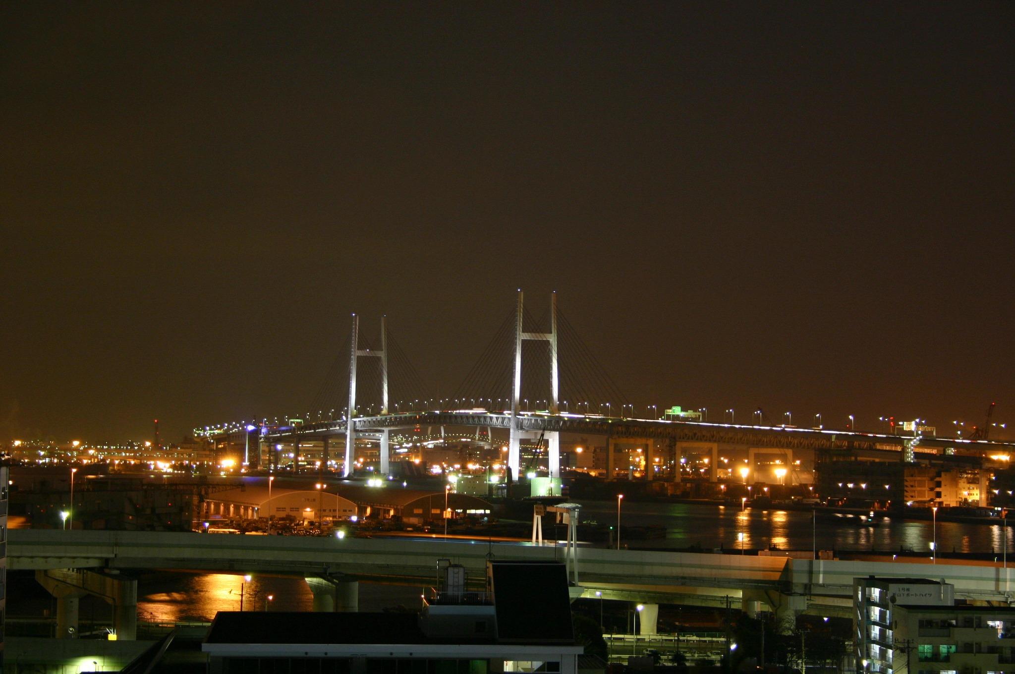 港の見える丘より横浜ベイブリッジを。