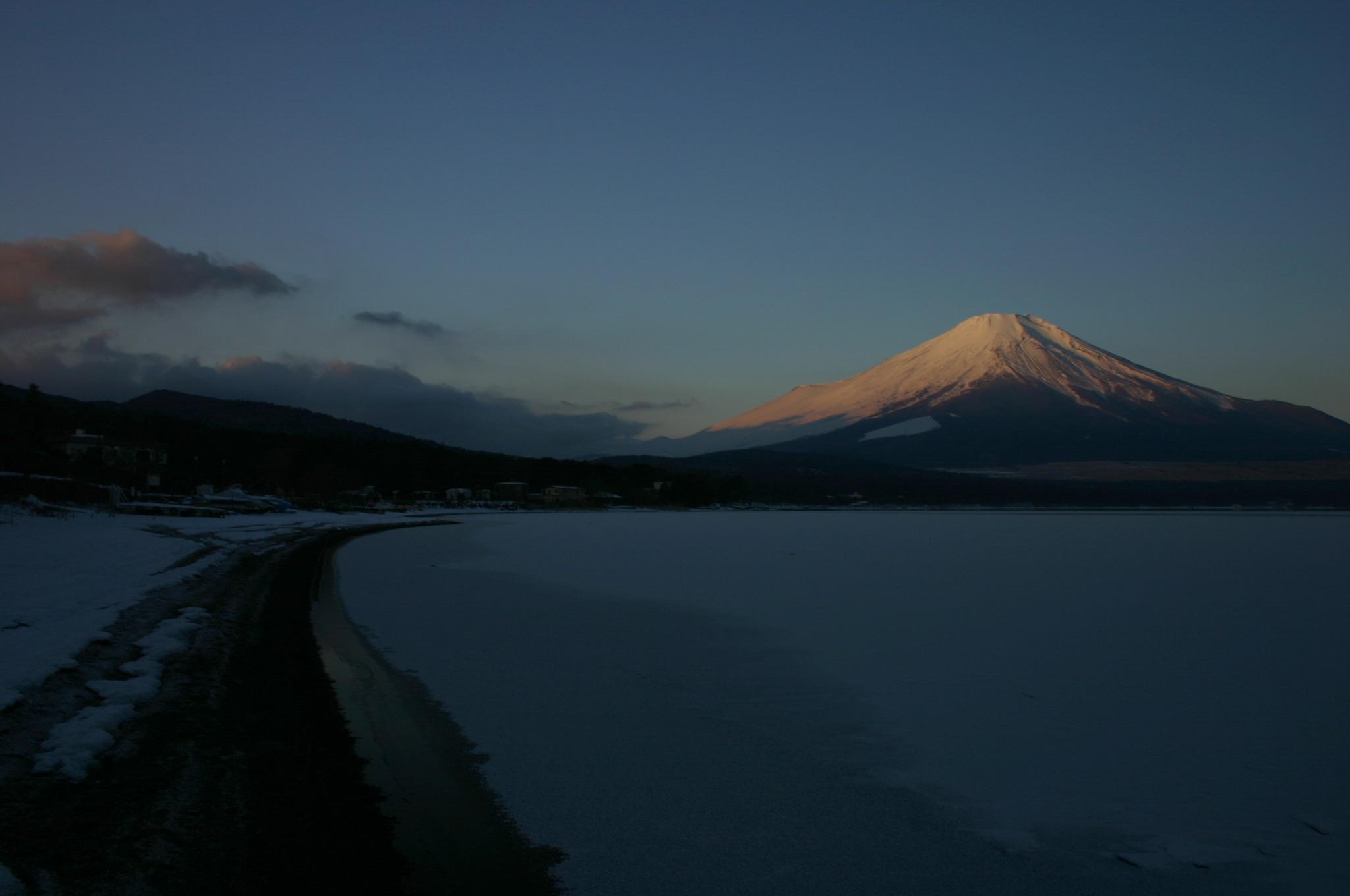 湖の凍結と富士山