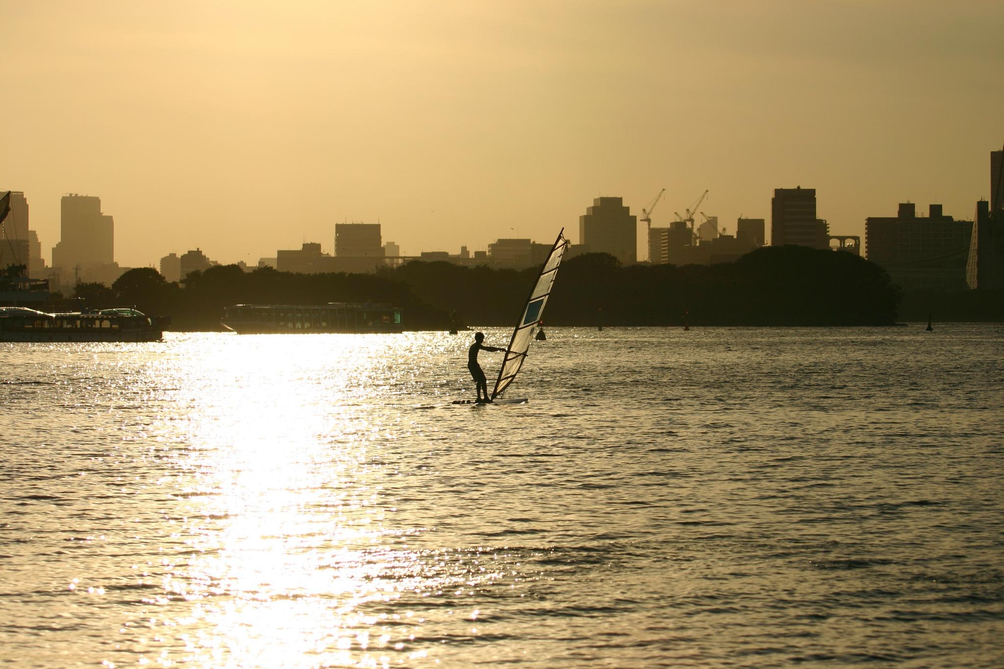 お台場海浜公園でウィンドサーフィン