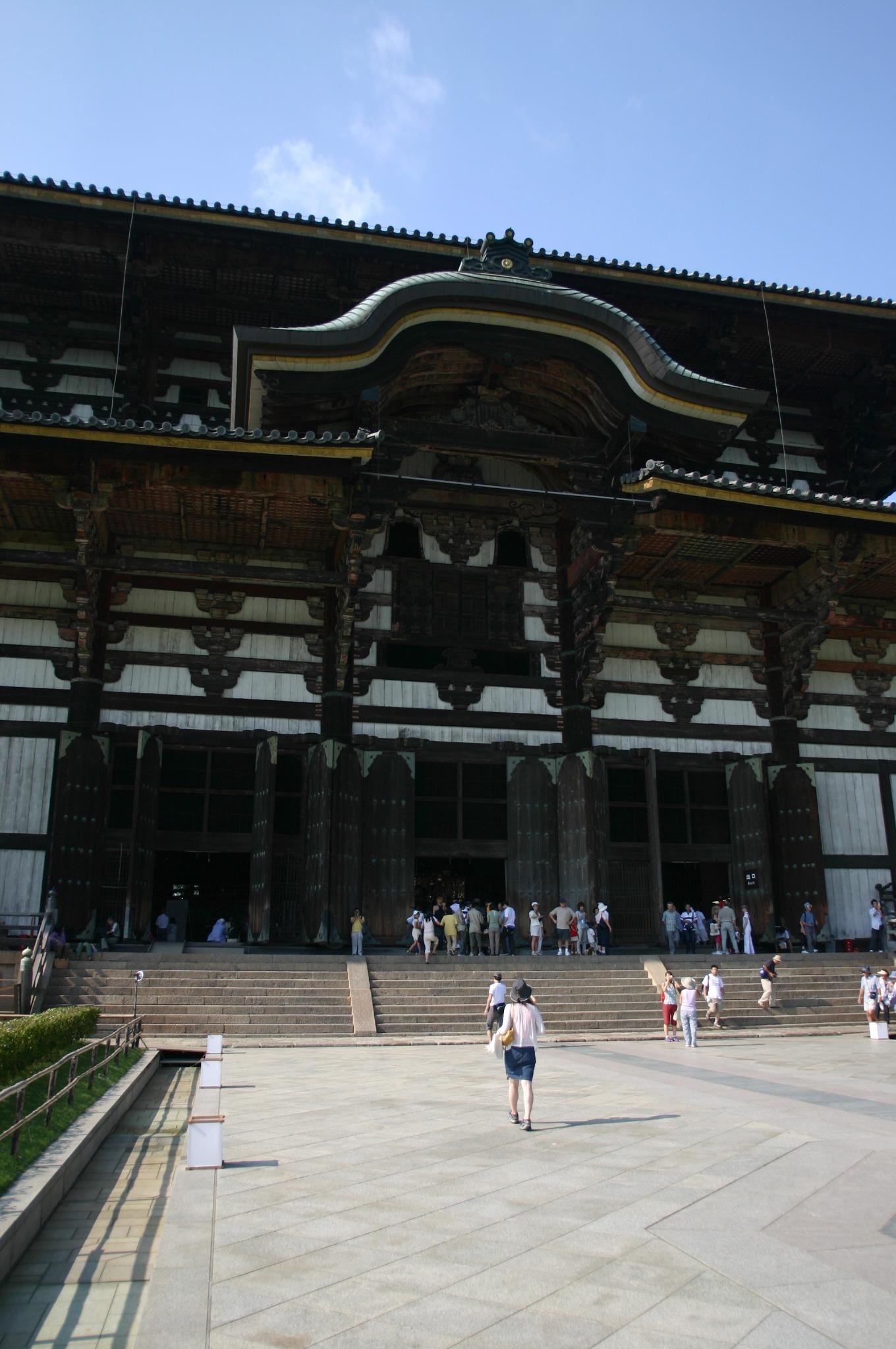 東大寺の大仏殿を近くから