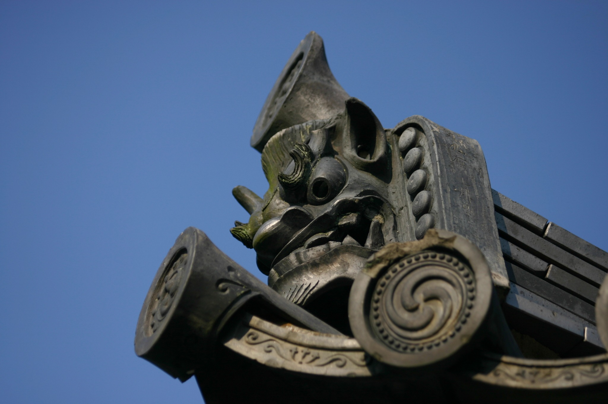 東大寺の四月堂の鬼瓦