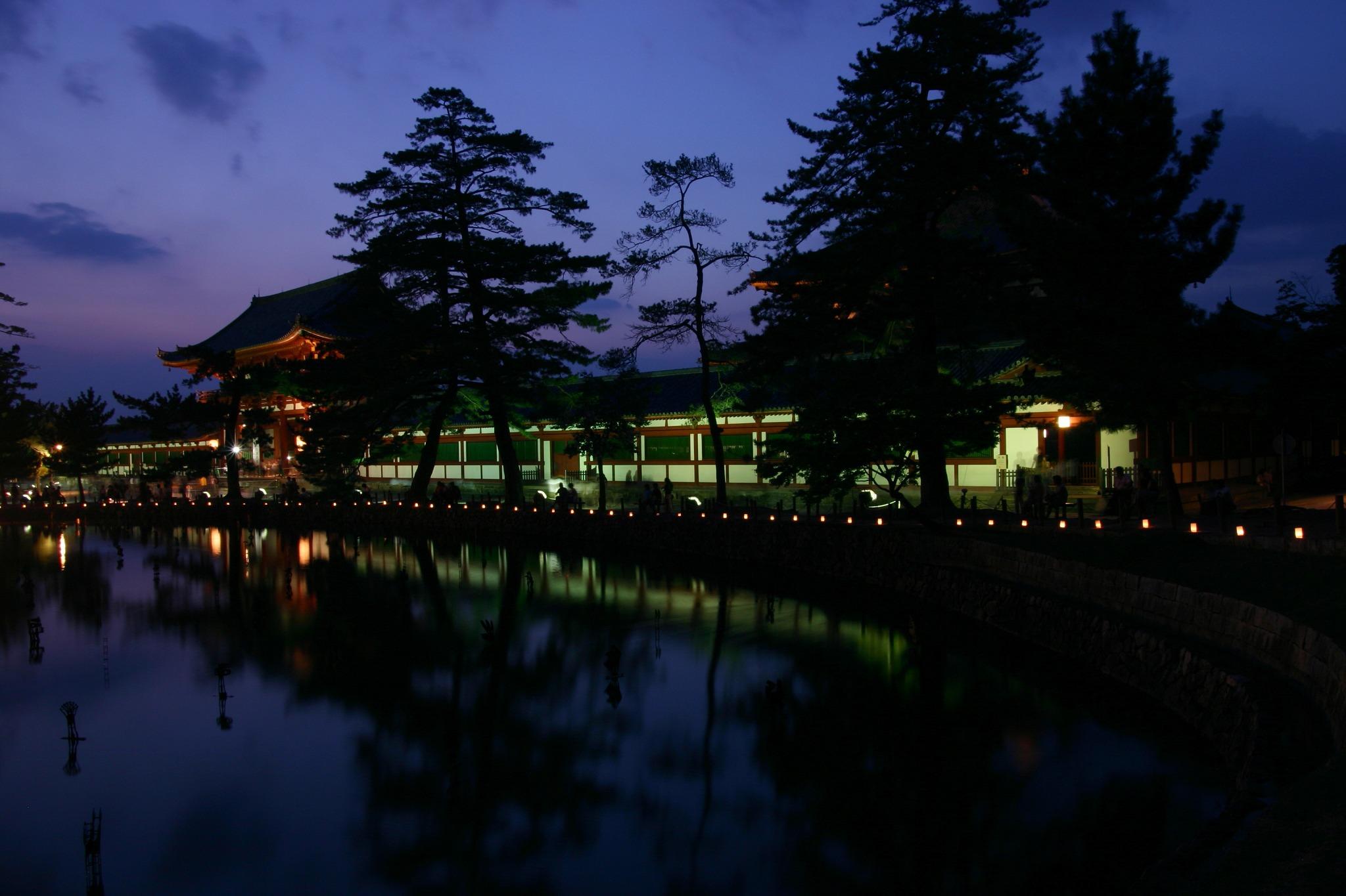 東大寺大仏殿の中門のライトアップ2