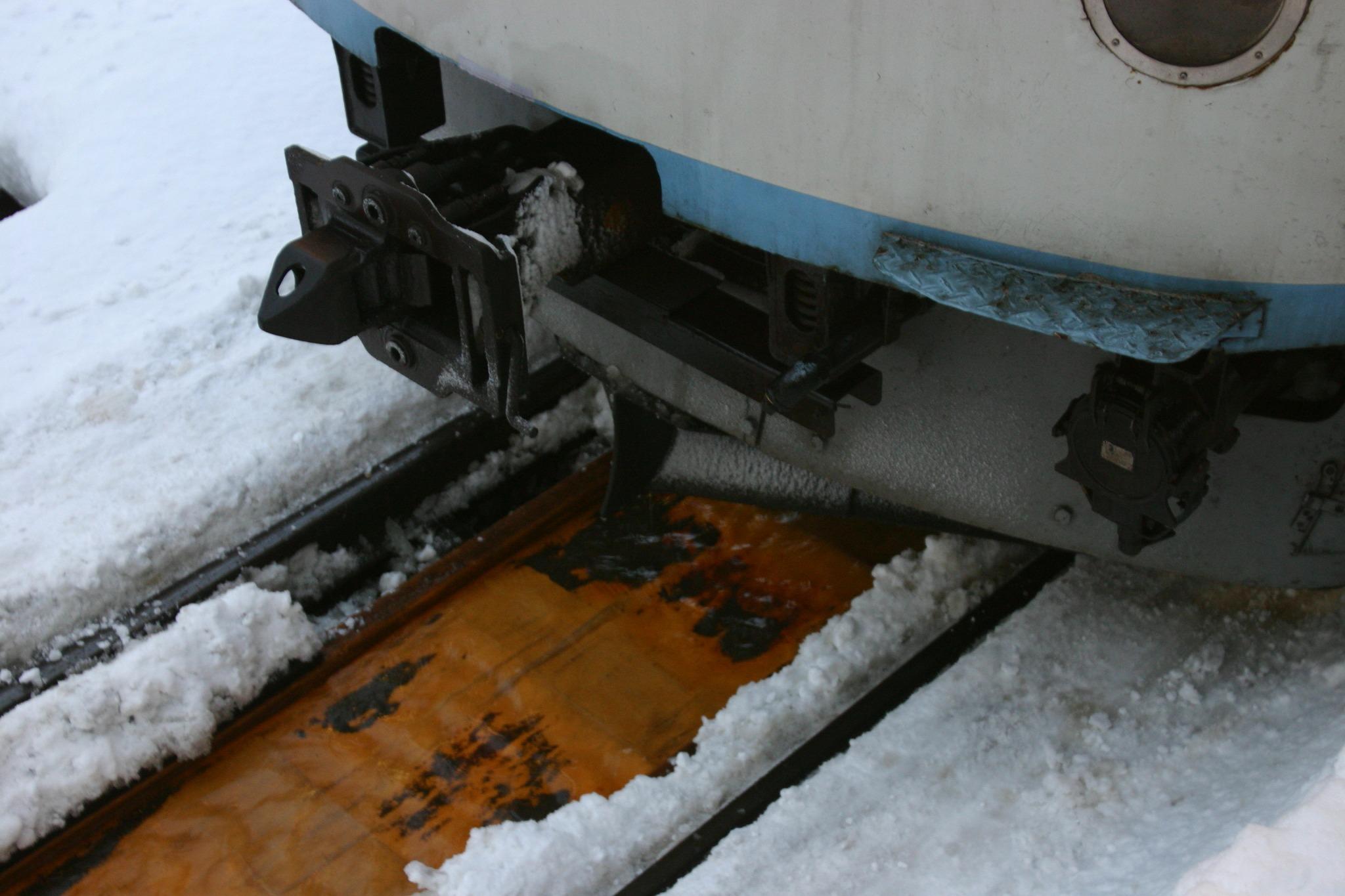 雪国、線路にある流雪溝